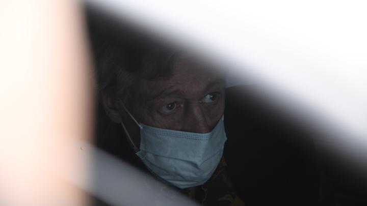 Новый скандал вокруг Ефремова: Вслед за адвокатом огрызнулся свидетель. И сбежал