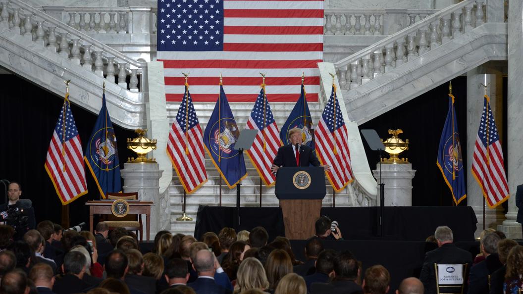 Экс-аналитик ЦРУ объявил , что ввыборы вСША вмешивались американские спецслужбы