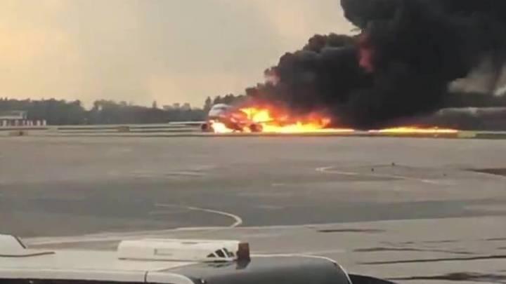 Источник рассказал, как успели спастись некоторые пассажиры из хвостовой части SSJ-100