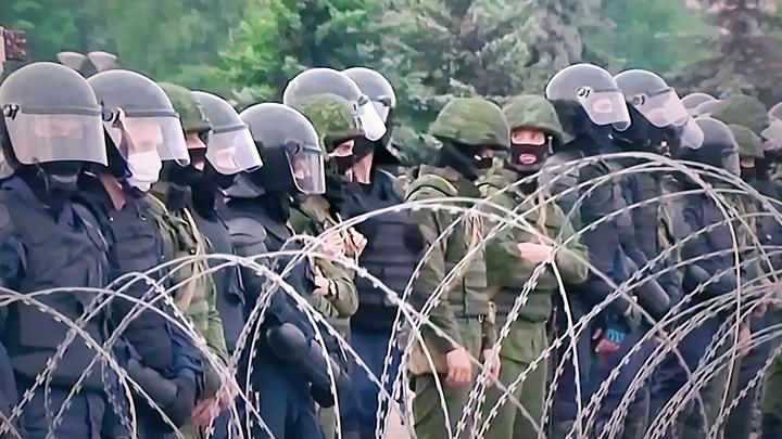 Белорусская оппозиция перекрасилась. ОМОН применил водомёты с краской в Минске