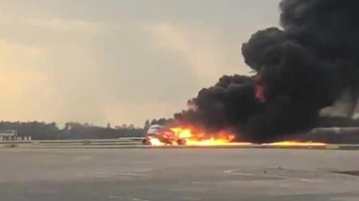 Получит вторую жизнь: Эксперт рассказал, что могут сделать со сгоревшим в Шереметьево SSJ 100
