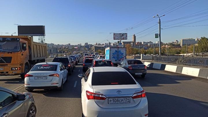 До конца недели центр Челябинска ждут восьмибалльные пробки в часы пик