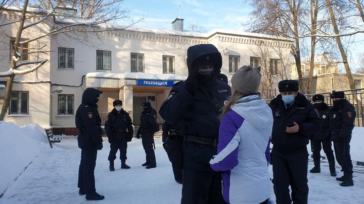 Прогулка в поддержку Навального. После провокаций начались задержания - прямая трансляция
