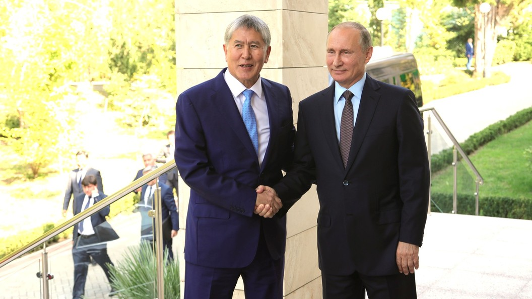 Атамбаев наградил орденами «Манас» и«Данакер» президентов Российской Федерации иУзбекистана