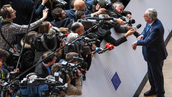Несогласные друг с другом Туск и Юнкер о Скрипале: Спросите нас об этом в июле