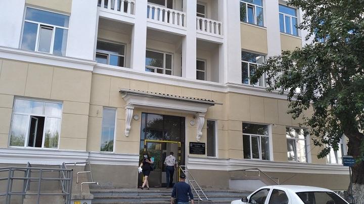 Сгорела на работе. Сотрудница поликлиники в Таганроге выдавала поддельные сертификаты знакомым
