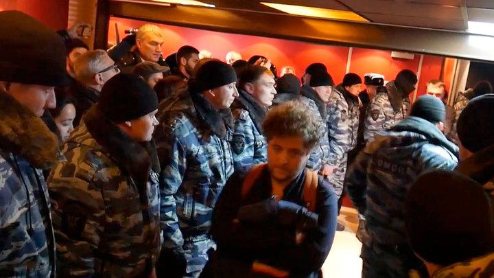 Активисты SERB прервали показ русофобского Полета пули в Москве