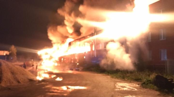 Пожарные тушили здание в Черноголовке более 16 часов