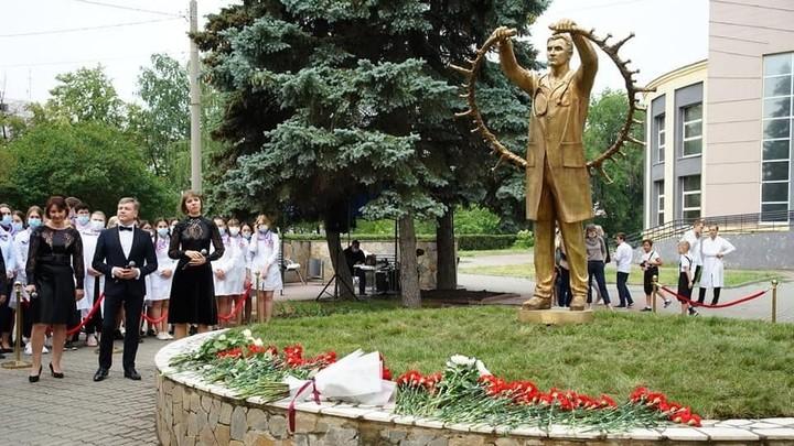 В Челябинске открыли памятник бойцам красной зоны