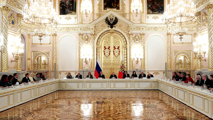 Они готовы отдать жизнь ради страны: Путин не захотел переосмысливать звание Героя России