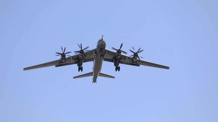 СМИ: Три российских самолёта заслали в Минск. Баранец ответил ядовитой шуткой