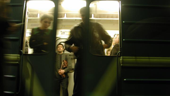Давка, людей просят покинуть станции - на салатовой ветке московского метро парализовано движение