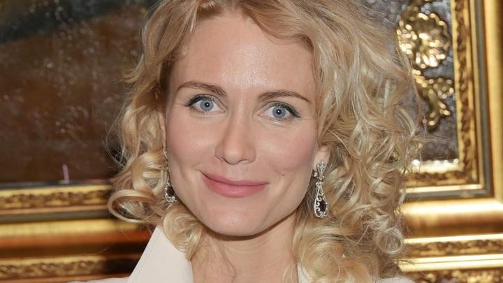 Ты старая и страшная: Катя Гордон ответила Ксении Собчак, поделившей людей на благородных и дворняг