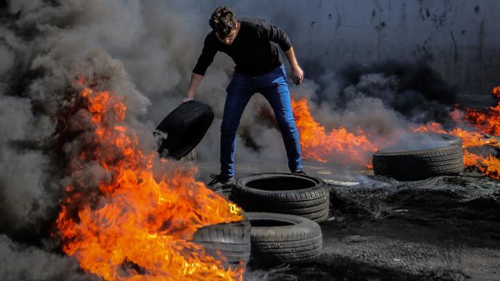 Инфляция галопирует, полстраны в нищете. Полиция разгоняет протесты