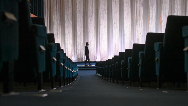 Киноподстава для двух президентов: Под Московский кинофестиваль подложили идеологическую бомбу