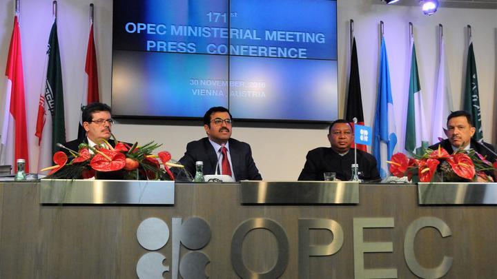 Reuters: ОПЕК готовит многолетнюю сделку с Россией по контролю нефтедобычи
