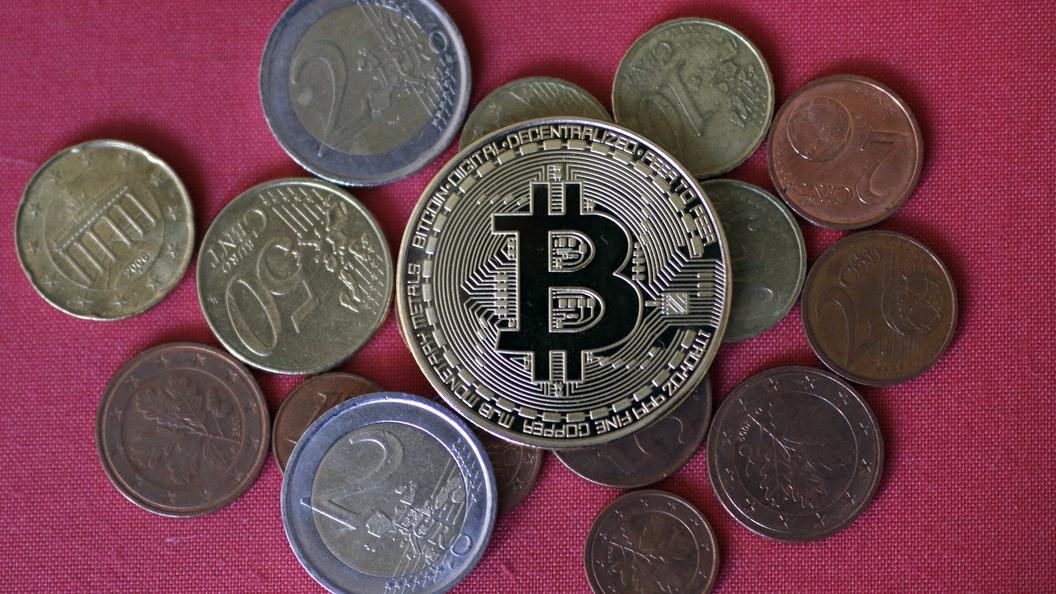 ВBloomberg сообщили, что биткоин обвалится до900 долларов замонету
