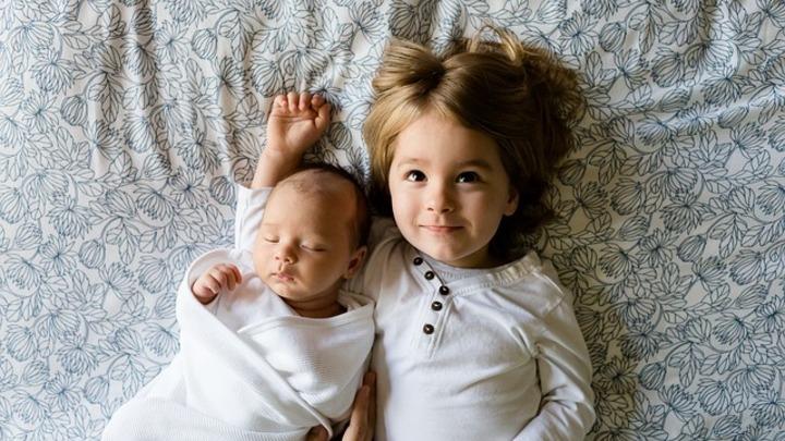 Закон Димы Яковлева: 54 процента жителей РФ категорически против усыновления детей из России американцами
