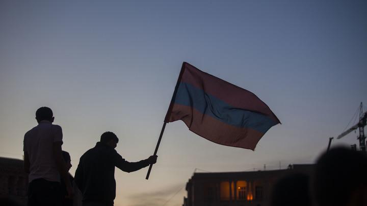 Заявление Пашиняна взорвало Ереван: Демонстранты отправились в особняк премьера