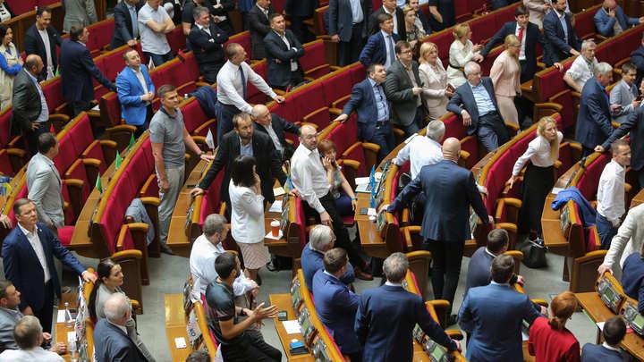 А могли бы сразу к стенке ставить: В России оценили законопроект о непризнании Крыма украинским