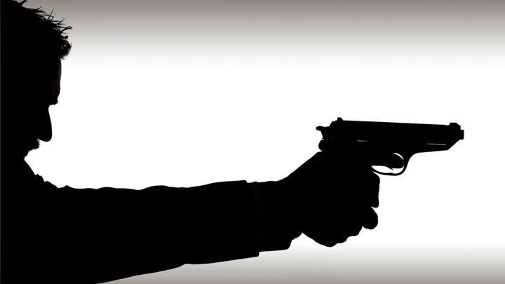 Агент ФБР исполнил зажигательный танец с оружием и подстрелил человека - видео