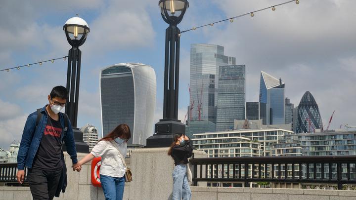 В Англии сняли все ковидные запреты. Возможно ли такое в России? Мнение врача