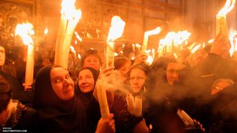 Благодатный Огонь впервые в истории доставлен из Москвы в США