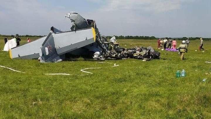 Появились фото с места падения самолета с парашютистами в Кемеровской области