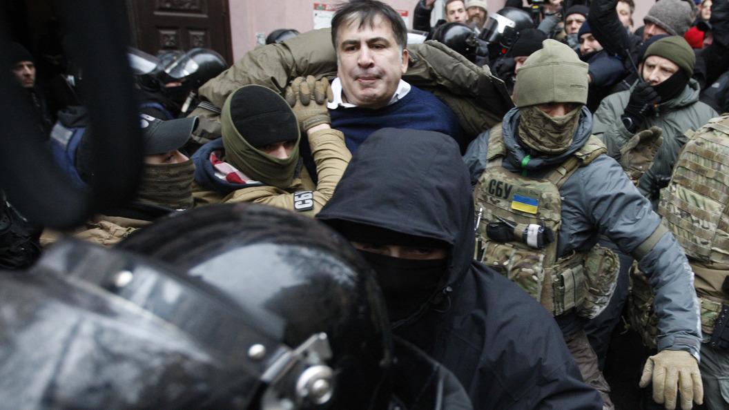 Саакашвили спомощью соратников сбежал отСБУ