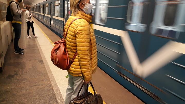 В Петербурге на два месяца изменят режим работы станции «Парк Победы» из-за ремонта эскалатора