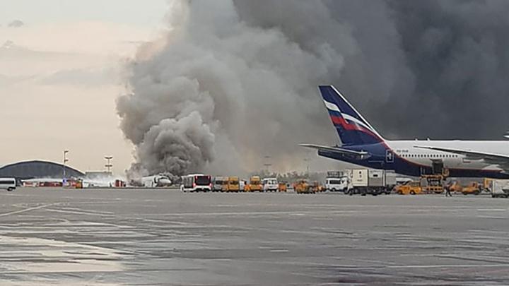 Повезло, что самолет развернуло в сторону от горевшего керосина: Эксперт о пожаре SSJ-100 в Шереметьеве