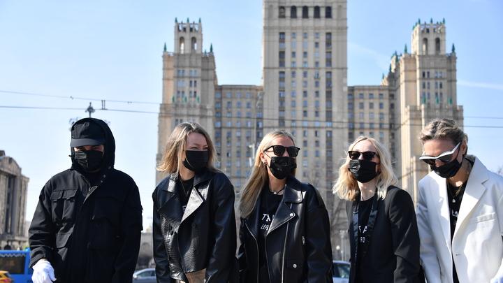 Койки для больных вместо турнира Большого шлема и очаг массового заражения в России: Последние новости о COVID-19