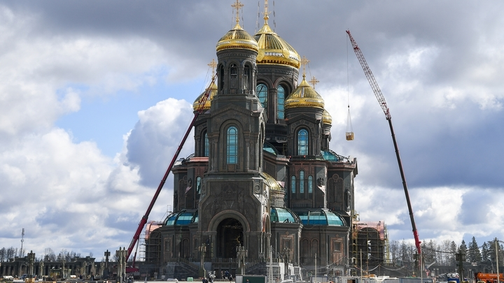 Атеисты хором заныли: Вы неправильно построили. Почему Главный храм ВС РФ вызвал критику