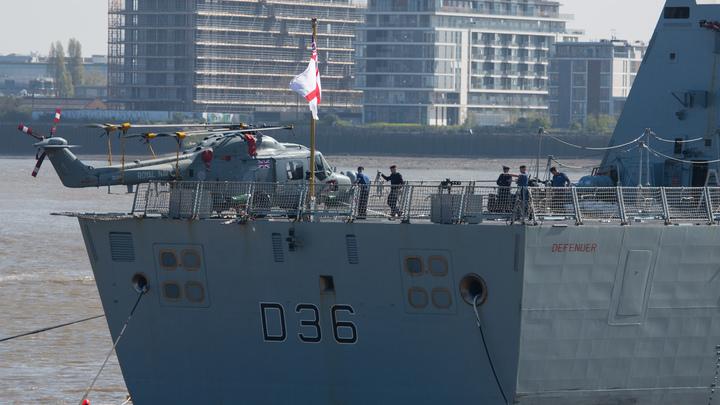 Французы не поверили в наивность эсминца Defender: Опасная игра
