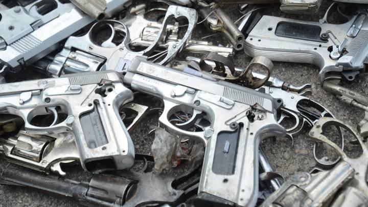 Эксперт: совершают преступления люди, а не оружие