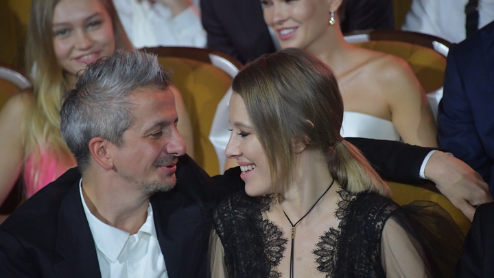 Константин Юрьевич предложил, я сказала - а давай: Собчак объяснила, кто предложил венчаться