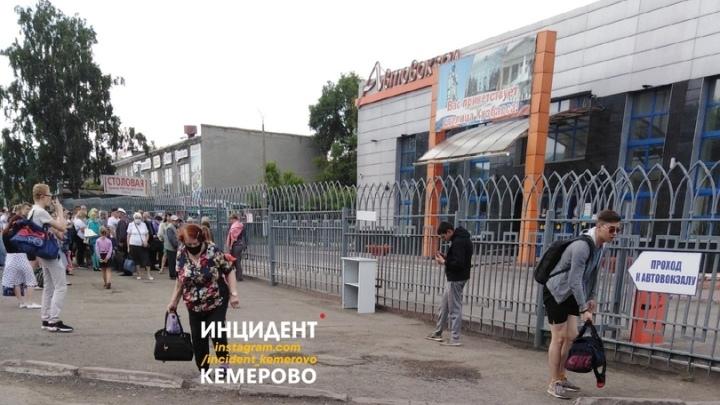 Посетителей кемеровского автовокзала эвакуировали из-за подозрительного предмета