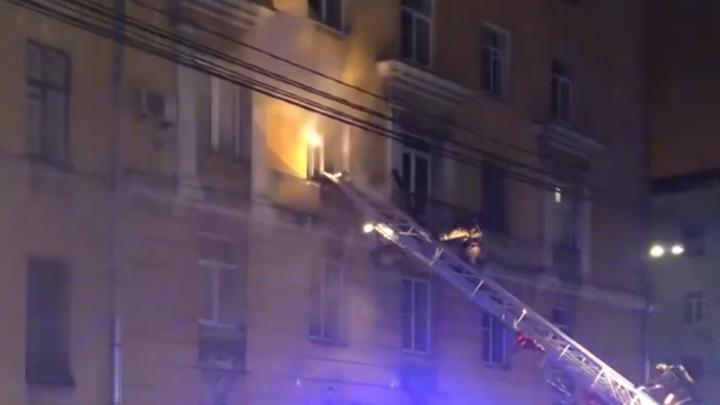 В забитой мусором квартире в центре Санкт-Петербурга сгорел человек