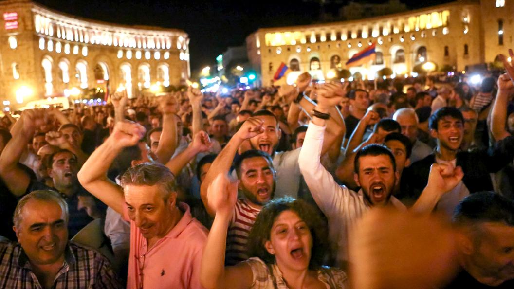 Давление на Армению нарастает