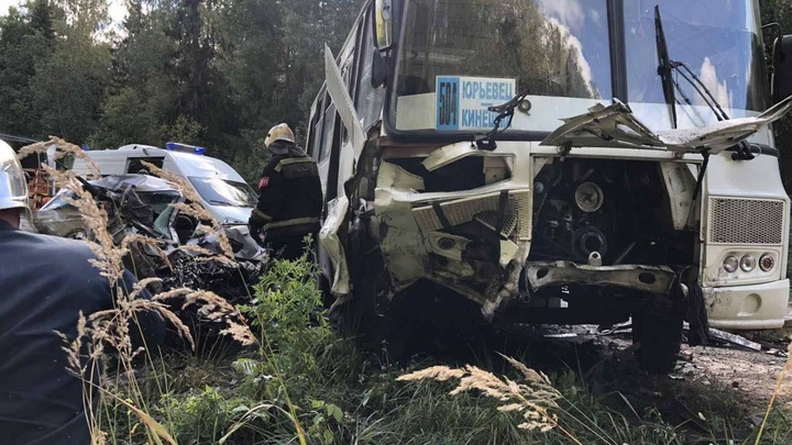 Виновник аварии с рейсовым автобусом был лишен права управлять машиной на 16 лет!