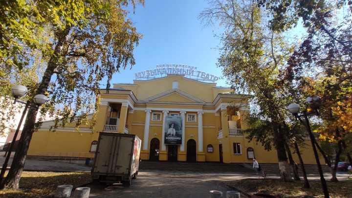 В какие новосибирские театры потребуется QR-код для входа