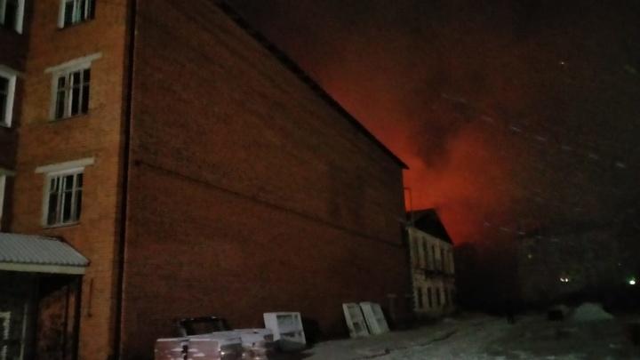 В Ивановской области сгорело здание одного из старейших предприятий - Новописцовского льнокомбината