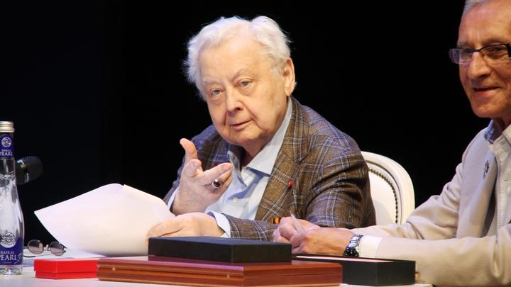 Госпитализированный Олег Табаков ответил журналистам двумя словами и бросил трубку