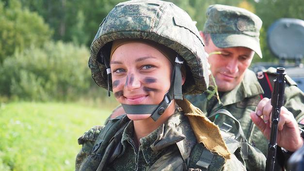 Российских студенток отправят в военные учебные центры