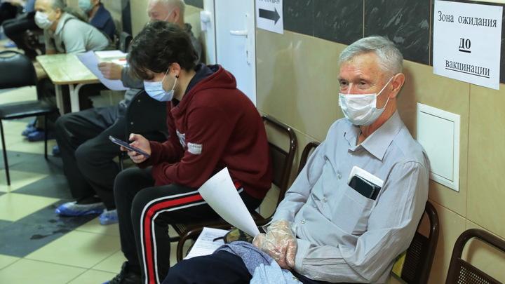 Обязательная вакцинация в Петербурге выйдет боком? Чиновники готовы рискнуть из-за роста COVID