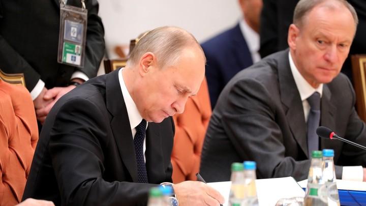 Ничто не забыто: Путин возложил венок к памятнику воинам-освободителям в Вене