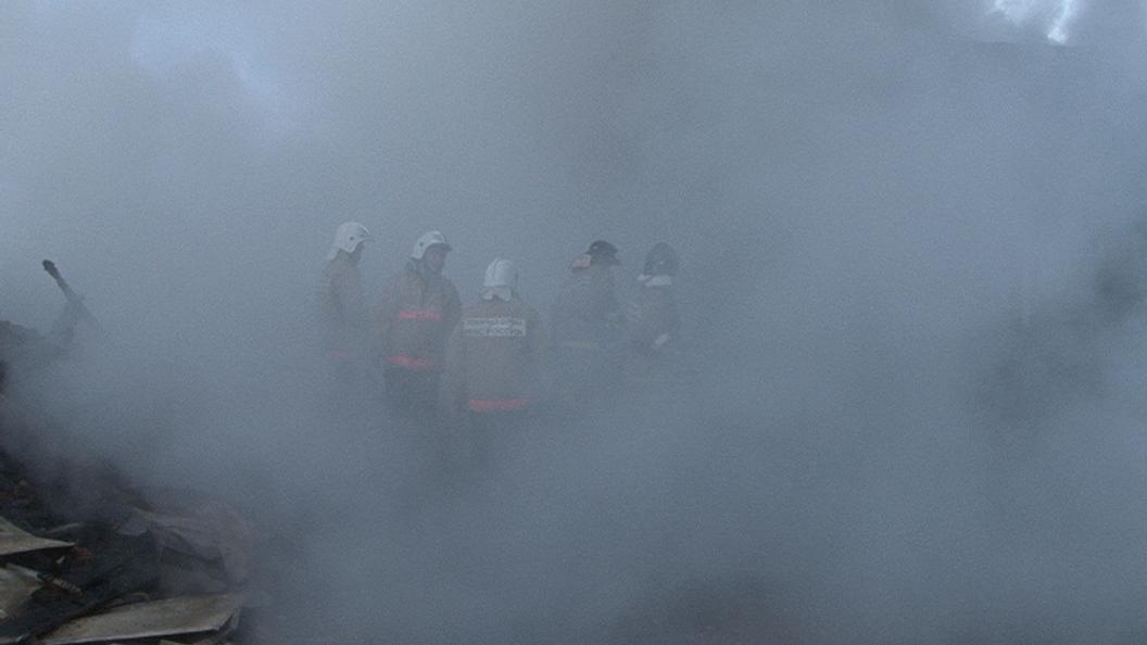 Пожарные устраняют тление начердаке Дома культуры вСочи