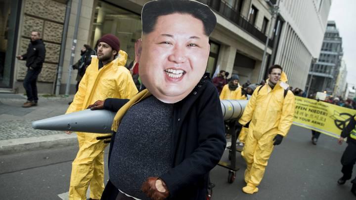 Больной щенок Ким Чен Ын способен бороться с ВВС США даже в небе над Флоридой