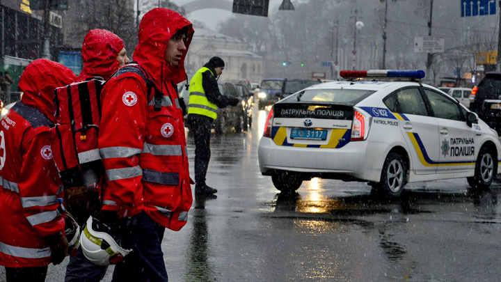 Затравили: Едкий газ вызвал эвакуацию сотен школьников на Украине