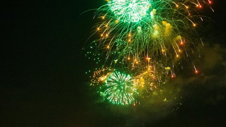 Салют в честь Дня ВМФ России: лучшие кадры из Петербурга - прямая трансляция